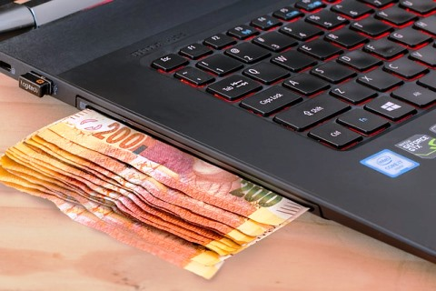 Fun And Interesting Facts About Computers -  90% e-money